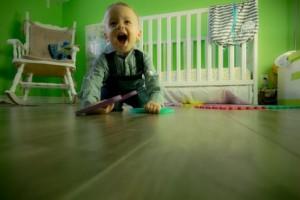 宝宝学爬不卫生?妈妈们快用橙威宝浓缩地板清洁剂清洁地板